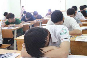 Hàng nghìn sinh viên bị đuổi ở Sài Gòn: Hãy trách người học lười biếng