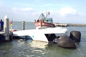 Sự cố chìm tàu cao tốc: 42 hành khách, trong đó có 2 trẻ em, được đưa vào bờ an toàn