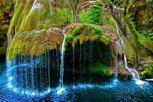 Chiêm ngưỡng 4 thác nước kỳ lạ nhất thế giới