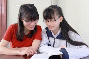 Hà Tĩnh: 2 nữ sinh giành học bổng trị giá hơn 11 tỷ đồng tại Mỹ