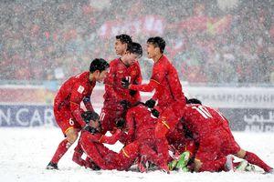 Clip: Xúc động trước hình ảnh U23 Việt Nam 'đắm mình' dưới tuyết