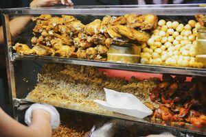 Có một quán xôi gà nằm giữa đất Sài Gòn nhưng lại được lòng cả khách Tây lẫn Ta