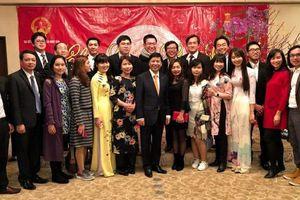 Ấm áp Tết Việt tại Tokyo và món quà tặng bố mẹ Nhật Linh