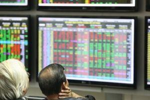 Nỗi niềm nhà đầu tư đặt niềm tin nhầm chỗ: Cổ phiếu đang 'cắm đầu', lãnh đạo doanh nghiệp vẫn lần lượt bán ra