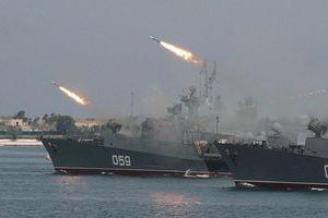 11 chiến hạm Nga đồng loạt rời cảng Syria giữa lúc Mỹ dọa tấn công