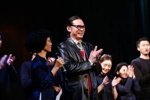 Trần Lực tiếp tục làm 'nóng' sân khấu kịch với 'Quẫn'