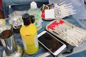 TP.HCM: Bắt quả tang cơ sở thẩm mỹ 'chui' đang chuẩn bị tiêm cằm cho khách
