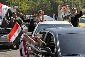 Chặn được 71 quả tên lửa, binh sĩ và người dân Syria đổ ra đường ăn mừng