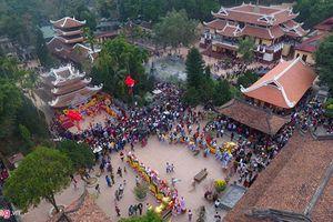 Những đền, chùa đông nghịt khách dịp cuối năm khắp 3 miền