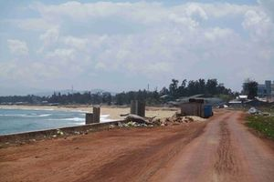 Bờ kè chống xói bờ biển Tam Quan đầu tư 80 tỷ đã bị sóng đánh sập