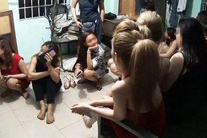 Đột kích quán bar ở Phú Nhuận, bắt hàng chục dân chơi 'phê' ma túy