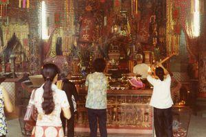 Đời sống tâm linh ở Sài Gòn năm 1972 qua ống kính lính Mỹ