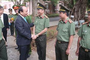 Thủ tướng Nguyễn Xuân Phúc thăm chúc tết Công an Đắk Nông