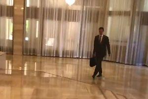 Video Tổng thống Syria Assad ung dung đi làm sau vụ không kích