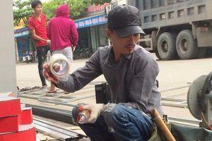 Hoa Vinh lên tiếng về bức ảnh được cho là chụp thời làm thợ xây