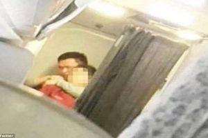 Hành khách bắt cóc nữ tiếp viên rồi uy hiếp, máy bay hạ cánh khẩn cấp