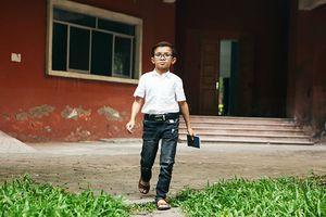Chuyện về thầy giáo 30 tuổi nhưng chỉ nặng vỏn vẹn 17kg mở lớp dạy tin học miễn phí cho sinh viên khuyết tật