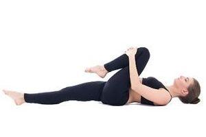Nằm một chỗ và tập 6 động tác siêu dễ này để chữa và phòng đau lưng