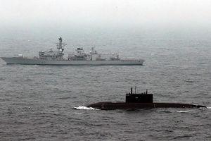 Thực hư tàu Kilo rượt tàu ngầm hạt nhân Anh ngoài khơi Syria