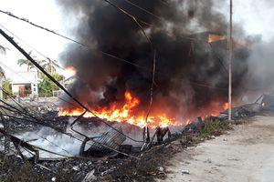 Hàng trăm học sinh nghỉ học vì cháy bãi phế liệu trong khu dân cư
