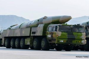 Choáng ngợp sức mạnh tên lửa 'sát thủ' Guam của Trung Quốc