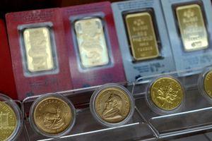 Giá vàng giảm nhẹ khi cả chứng khoán Mỹ và USD cùng tăng