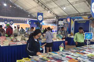 Hội sách Hải Châu - Đà Nẵng 'Đồng hành cùng phát triển'