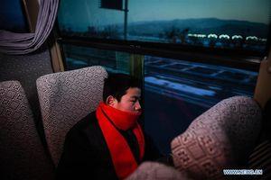 Hành trình 58 tiếng về quê ăn Tết của học sinh Trung Quốc