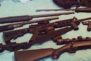 Mỹ: Vì sao mới 19 tuổi đã mua được 'tử thần' AR-15 bắn chết 17 người?