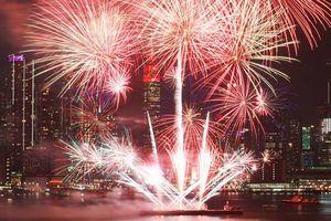 Mãn nhãn pháo hoa đêm giao thừa: Trời Tây, trời ta đều sáng rực chào đón năm Mậu Tuất