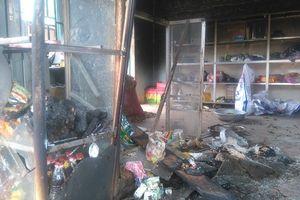 Hy hữu: Đang ăn cắp thì nhà cháy, tên trộm gào khóc thảm thiết