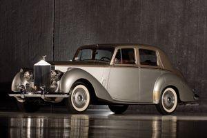 Top 10 mẫu xe làm nên thương hiệu của hãng Rolls-Royce