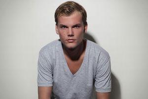 DJ nổi tiếng người Thụy Điển Avicii đột ngột qua đời ở tuổi 28