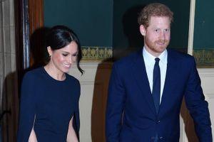 Meghan Markle diện váy cape thanh lịch dự sinh nhật Nữ hoàng Anh