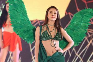 Dàn hoa hậu, người đẹp diễn bikini như Victoria's Secret tại Lễ hội Sầm Sơn