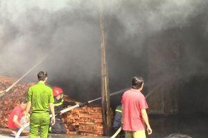 'Bà hỏa' thiêu rụi xưởng gỗ nằm trong khu dân cư