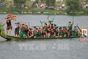 Hội thi bơi Chải - Lễ hội Đền Hùng 2018 thu hút đông đảo du khách