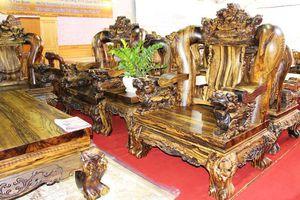 'Choáng ngợp' với bộ bàn ghế kỳ lân giá 2,2 tỷ đồng của đại gia Sài Gòn