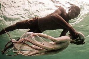 Tộc người đầu tiên tiến hóa để thích nghi với cuộc sống dưới biển