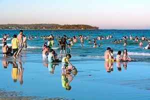 Quảng Ngãi: Tắm biển đầu năm, 4 thanh thiếu niên chết đuối