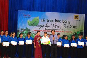 Phân bón Bình Điền trao 130 suất học bổng 'Vì tương lai Việt Nam'