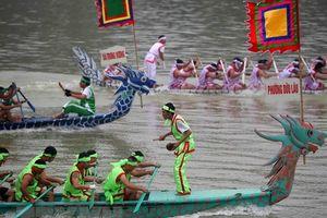 Hội thi bơi chải Bạch Hạc trên sông Lô