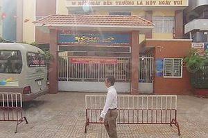 Dọa phạt học sinh 'ngậm dép' cô giáo bị hạ bậc thi đua
