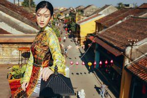 'Nàng thơ xứ Huế' Ngọc Trân mê hoặc với áo dài cảm hứng hội họa