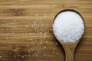 Ăn thực phẩm chứa bột ngọt (mì chính) bị tê, mỏi người, do đâu?
