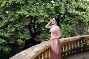 Ca sĩ Thùy Dung đằm thắm và dịu dàng trong tà áo dài