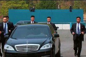 Hé lộ ảnh vệ sĩ hộ tống xe của ông Kim Jong-un về ăn trưa