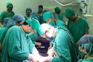 Bệnh viện Sản Nhi Quảng Ninh: Mổ đẻ chủ động, cứu thành công cả 2 mẹ con sản phụ bị u gan nặng