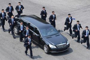 Khám phá xe chống đạn Mercedes 32 tỷ của ông Kim Jong-un được 12 vệ sĩ hộ tống