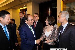 Hoạt động của Thủ tướng và Phu nhân tại Singapore